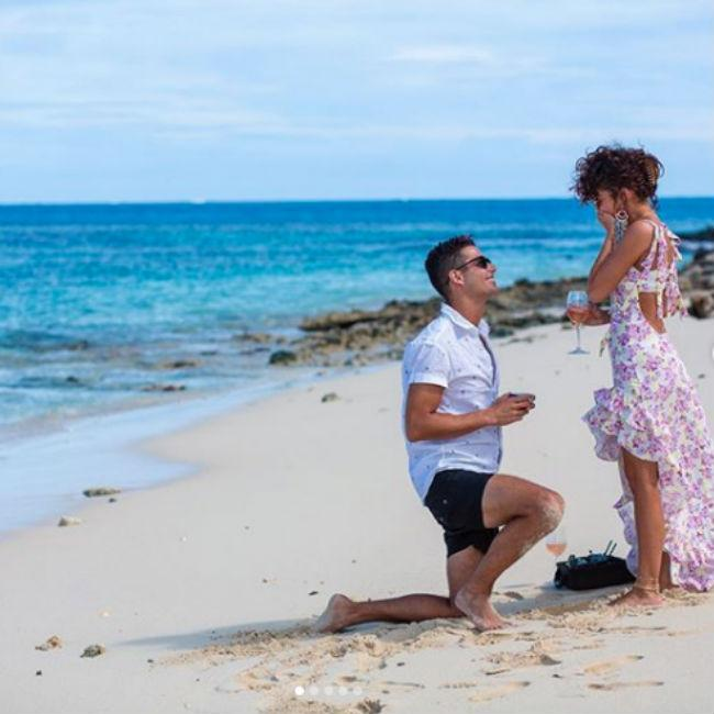 Sarah Hyland is engaged