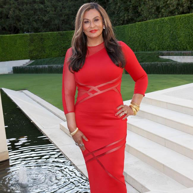 Tina Knowles bonds with Blue Ivy over make up
