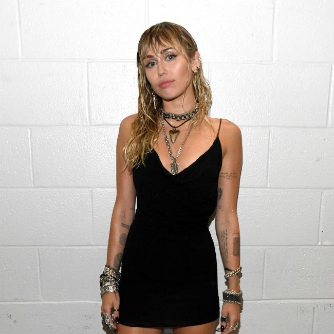 Miley Cyrus debuts new post break-up tattoo at MTV VMAs