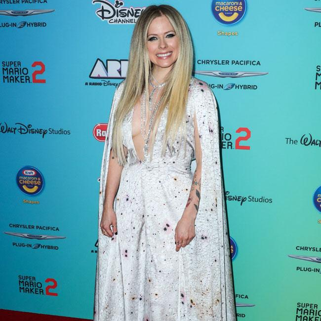 Avril Lavigne offers to host Christmas dinner for cousins Justin Bieber and Ryan Gosling