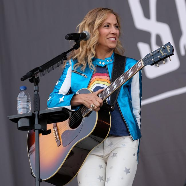 Sheryl Crow 'respects' Taylor Swift