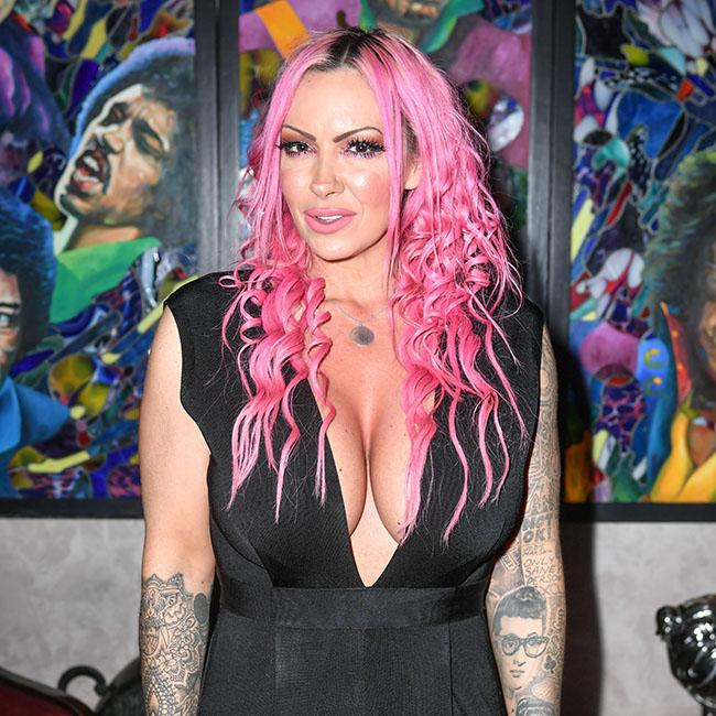 Jodie Marsh puts up Christmas decorations in October