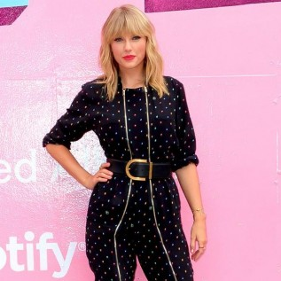 Big Machine denies blocking Taylor Swift from performing old material