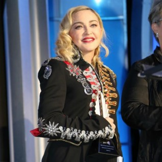 Madonna has new blood treatment after cancelled shows