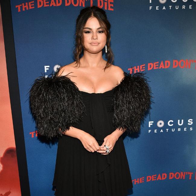 Selena Gomez makes album sales bid