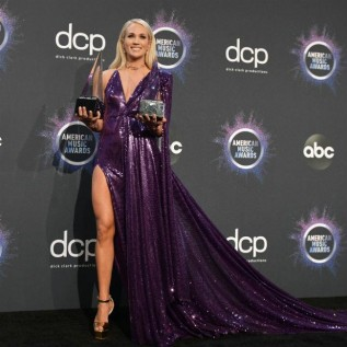 Carrie Underwood laments lack of women in country music