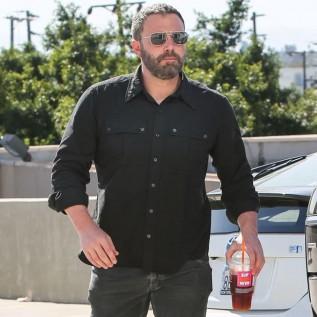 Ben Affleck thanks showbiz pals for support after alcoholism battle